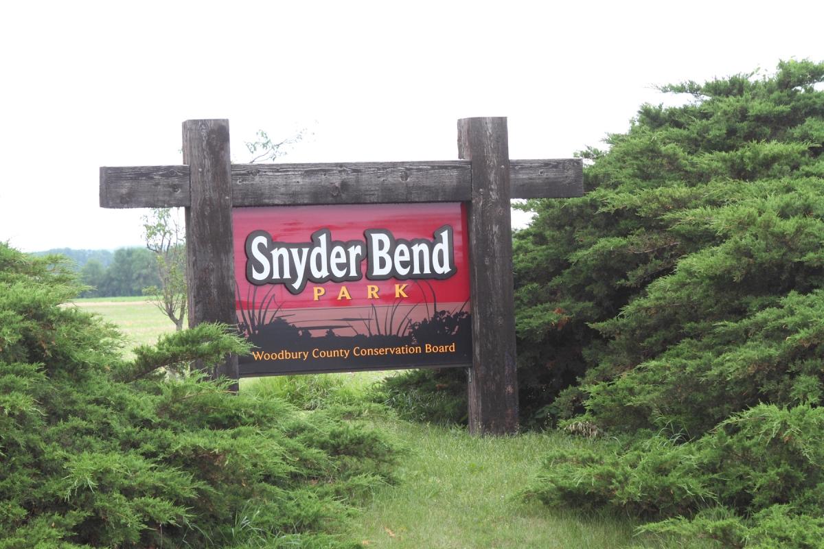 1800-SnyderBendEntranceSign